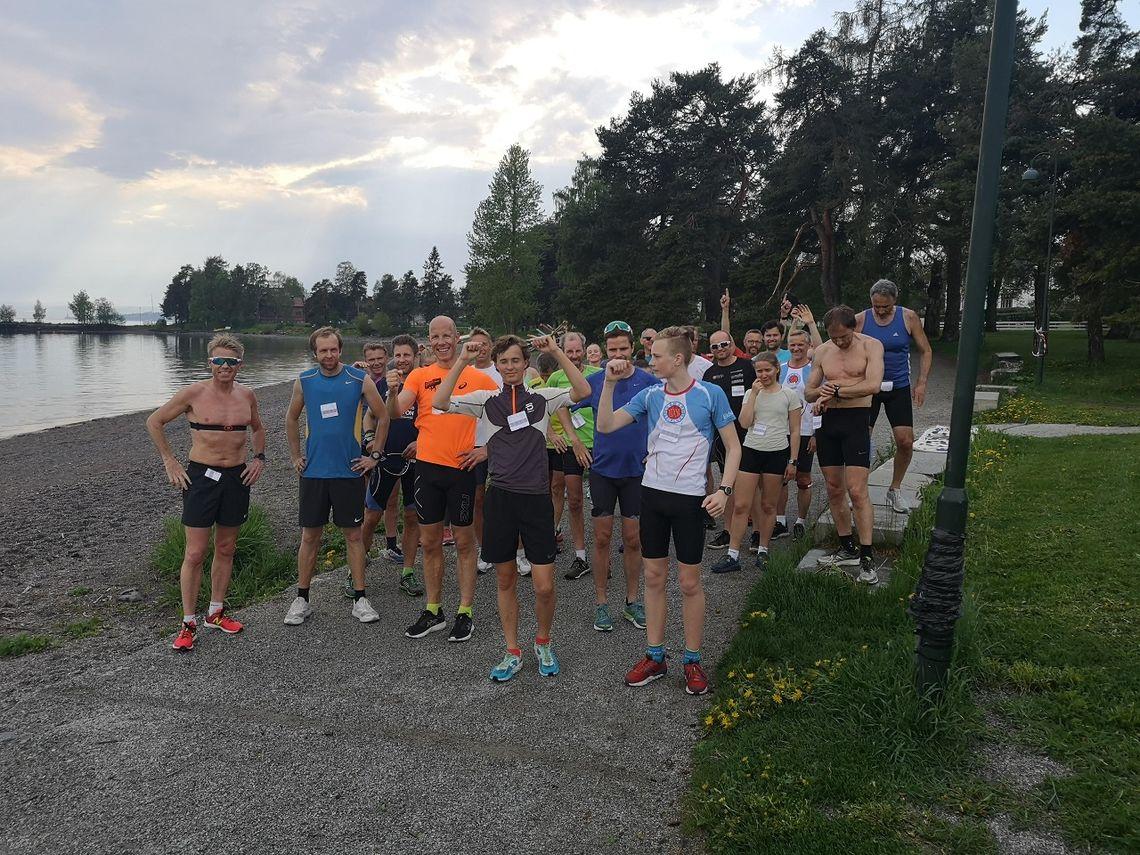 29 deltakere oppstilte og klare til start i årets 7. løp i Gå-joggen. (Foto: Jo Reistad)