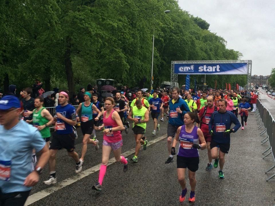 Fra en tidligere utgave av Edinburgh Maraton Festival og starten på halvmaraton (Foto:facebook.com/EdinburghMarathonFestival/)