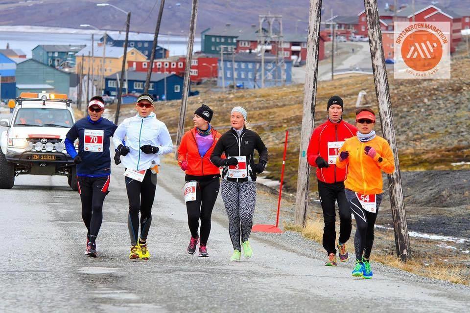 Innslaget av utenlandske løpere er stort på Spitsbergen Marathon. Her fra et tidligere år. (Arrangørfoto)