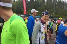 Torodd Lybeck like før start i Otepää, der han kom i mål med å løpt maraton på kvart einaste minutt frå 2.53 til 4.00.(foto: Anne Marit Eide)