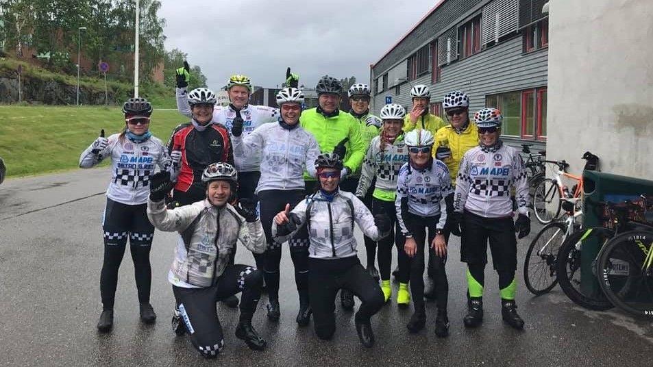 En strålende fornøyd Glåmdal SK-gjeng bestående av flere debutanter etter sin gode laginnsats i pøsende regnvær i Kongsvingerrittet Kr. himmelfartsdag. (Foto: Linda Østlie)