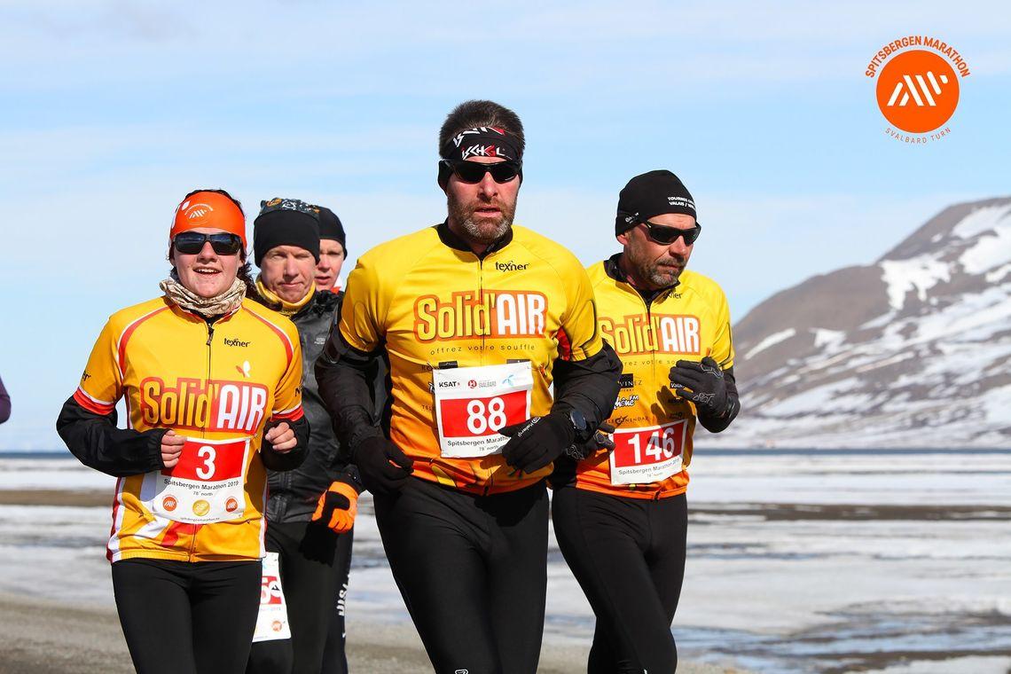 Disse sveiserne bidro til av 7 av 10 deltagere på Spitsbergen Marathon var utenlandske. (Foto: Eivind Bye, Runners World)