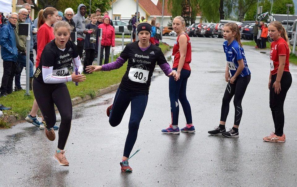 Fra Landstafetten hvor jentelaget til Raufoss IL Friidrett ble vinnere (Foto Sæmund Moshagen/Søndre Land IL)