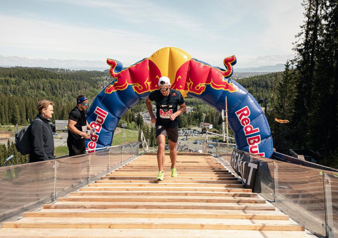 Petter Northug jr. på vei opp overrennet i Granåsen. Foto : Arrangøren