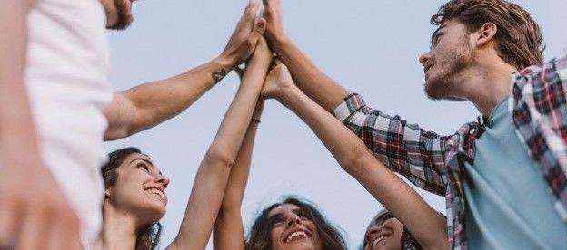 Bilde av en gruppe ungdommer