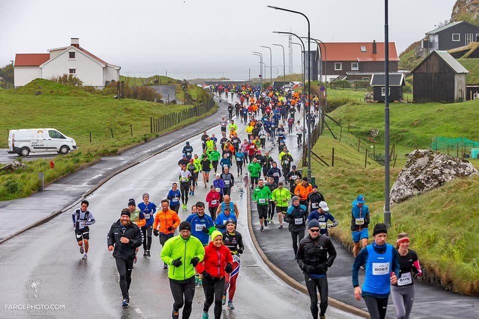 Fra Torshavn Marathon som i år gikk i kjølig Altanterhavsvær (Foto:facebook/torshavnmaraton)