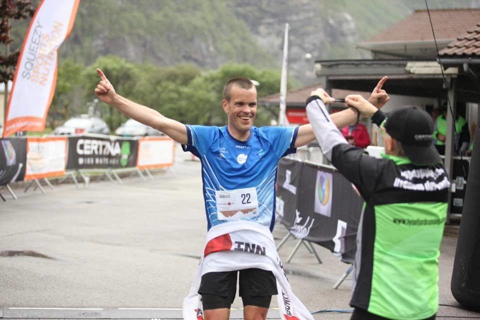 Andreas Penne Nygård jubler for seier i den 7. utgaven av Lysefjorden Inn. (Arrangørfoto)