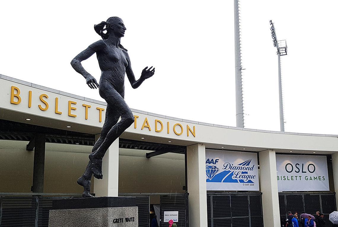 Bislett stadion er i ferd med å fylles med folk som gleder seg til Bislett Games. (Foto: Bjørn Johannessen)