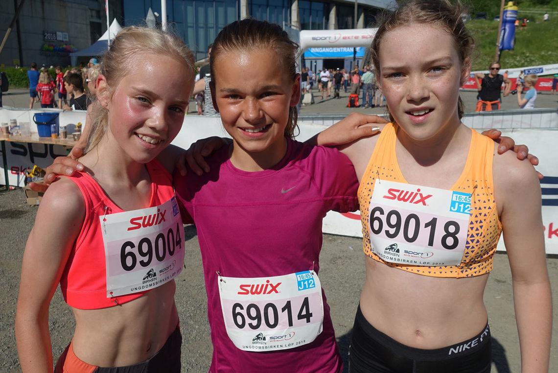 Det tre beste i J12 år klassen. Fra venstre Ida Marie Sirevåg Nordengen, Ingeborg Synstnes Hole og Ellinor Fossheim Solberg. Foto: Finn Olsen.