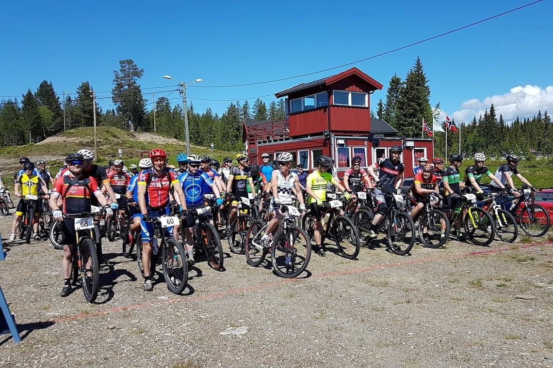 Klart til start for dagens andre pulje på Budor skistadion. (Foto fra rittets facebookside)