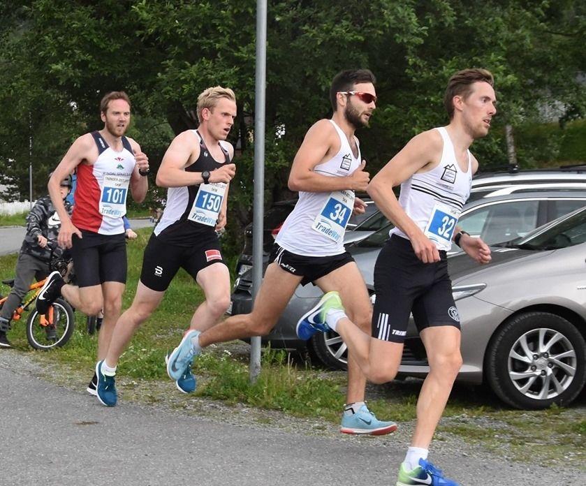 Tetkvartetten på 5 km som tidlig fikk en luke til de øvrige. Sverre Solligård og Jo Inge Sandvik fra Svorkmo drar foran Sindre Grønflate fra Fjellørnen IL og vinneren Kristian Woldvik fra Rindal IL. (Foto fra Rindal ILs facebookside)