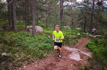Det var tørket opp og fine løper i motbakkeløpet til Høyslass. Her er det Bård Sundsli fra Treungen IL som forserer bakken. (Arrangørfoto)