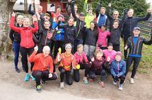 Her er en gjeng løpere i forkant av Kondistreninga i Oslo 7. mai, det er mye positiv energi i slike fellestreninger. (Foto: Tim Bennett)