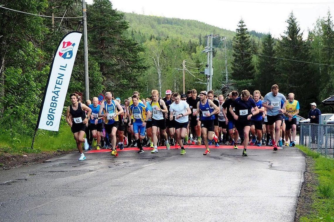 Starten har gått fra  Maridalen skole for 124 løpere på lang løype fredag kveld. (Arangørfoto)