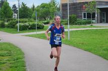 Dorthe Marie Enebakk var klart raskest i jente-/kvinneklassen i Langtrampens 7 kilometer. (Foto: Toril Blakkisrud)