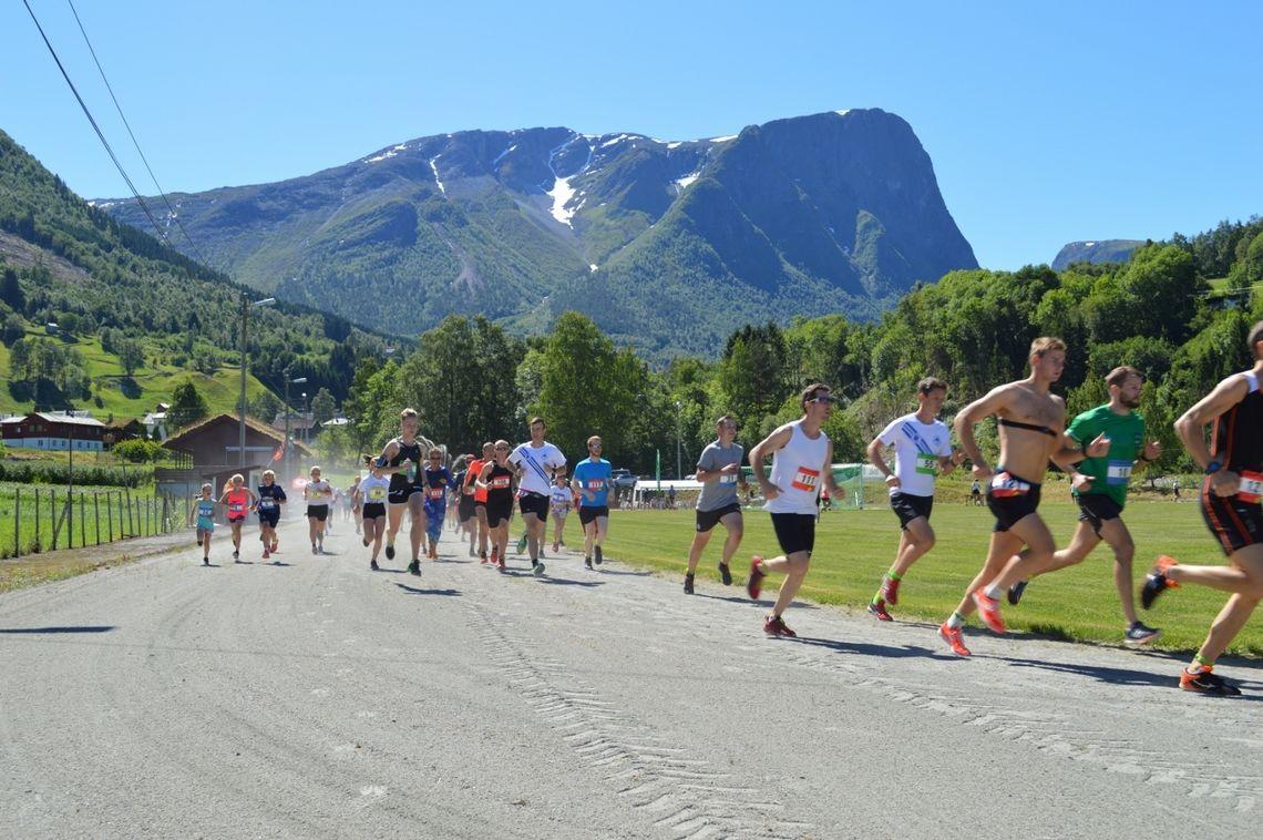 Starten har gått i 2018-utgaven av løpet. (Arrangørfoto)