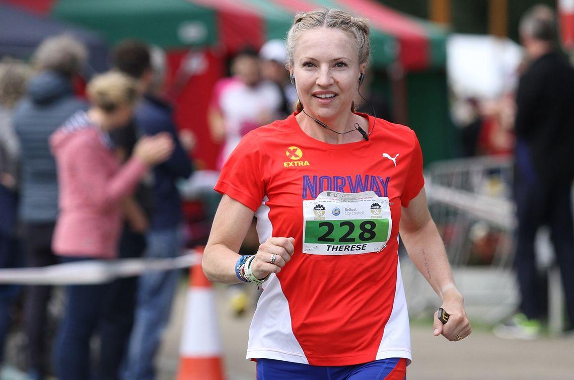 Therese Falk løp 216 km på 24 timer, selv om den ene timen var sovende. (Foto: Raphael Mason)