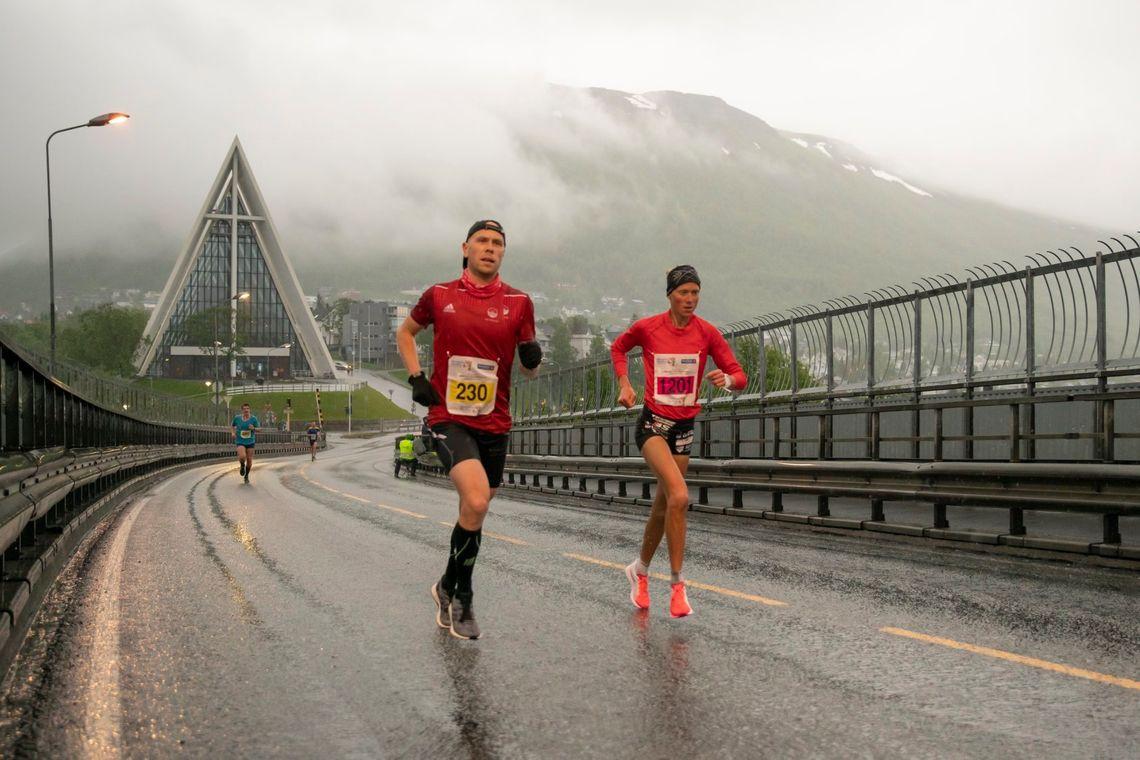 Det er usikkert om Midnight Sun Marathon blir arrangert i år. Her fra fjorårets løp. (Foto: Zoltan Tot)