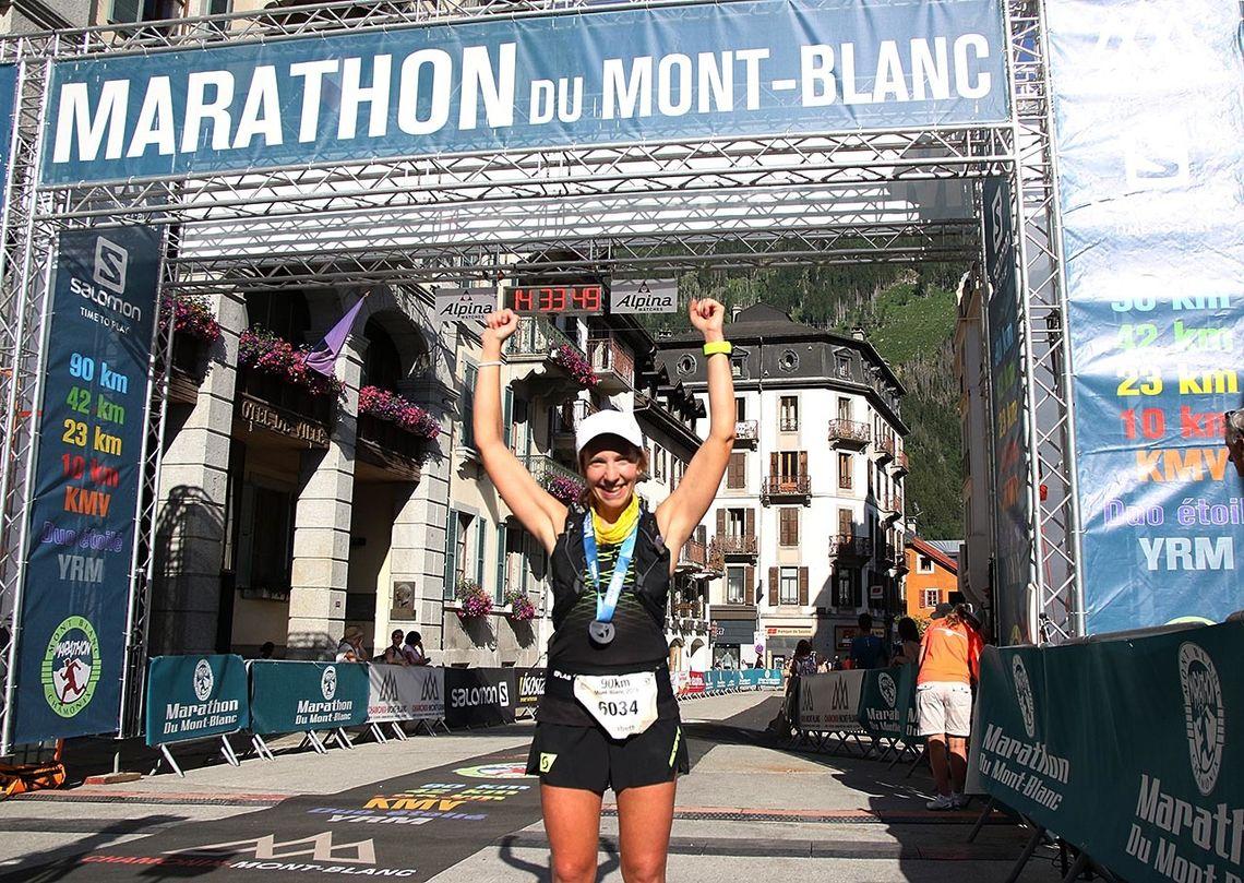 Elisabeth Borgersen kunne juble etter å ha blitt nummer seks i den lengste løypa i Mont Blanc Marathon. (Foto: Runar Gilberg)