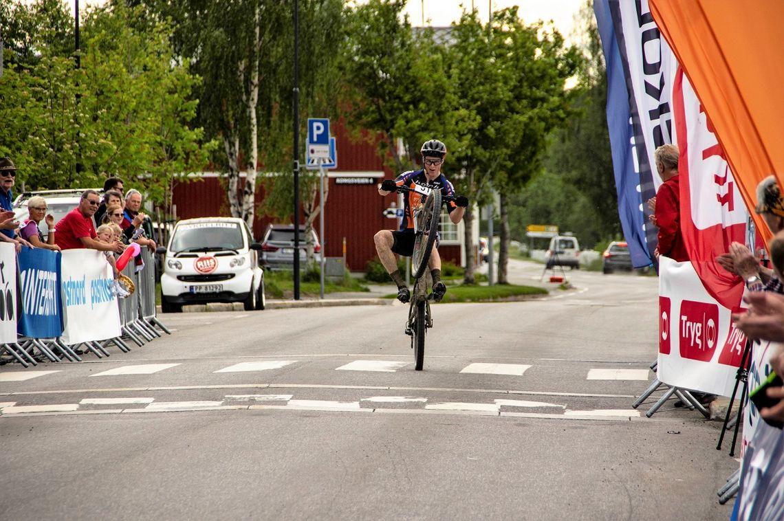 Vinner av første etappe, Eskil Evensen-Lie, kunne showe over målstreken. (Foto: Per Inge Sagmoen)