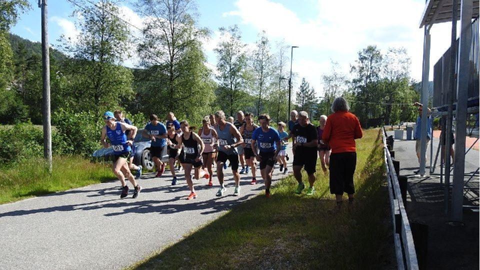 Starten går for den 43. utgaven av Konsmo-Helle Rundt (Foto: fvn.no/Ivar Gogstad).