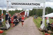 Mari Gjølberg Ålerud løper inn til seier og ny løyperekord i Unionsmarathon. (Foto: Olav Engen)