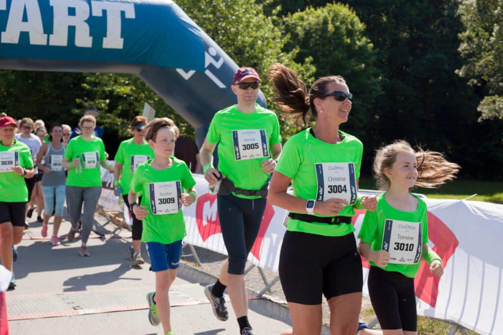 Grønne løpere som løp for Stiftelsen Organdonasjon på OsloMila 2018. (Foto: Svein Busk)