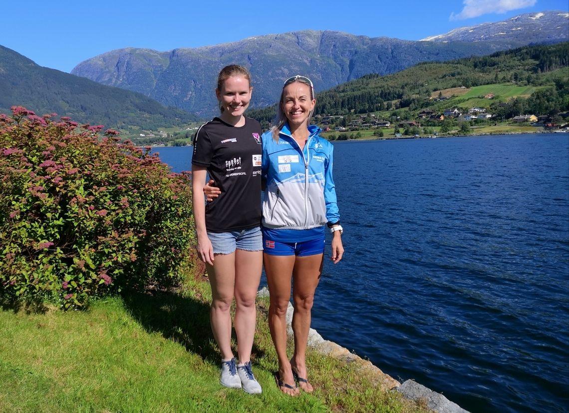 Karoline Holsen Kyte vant Norgescupløpet Kvasshovden Opp på ny løyperekord. Her er hun sammen med Anita Iversen Lilleskare som kom på 2. plass. (Foto: Christian Prestegaard)