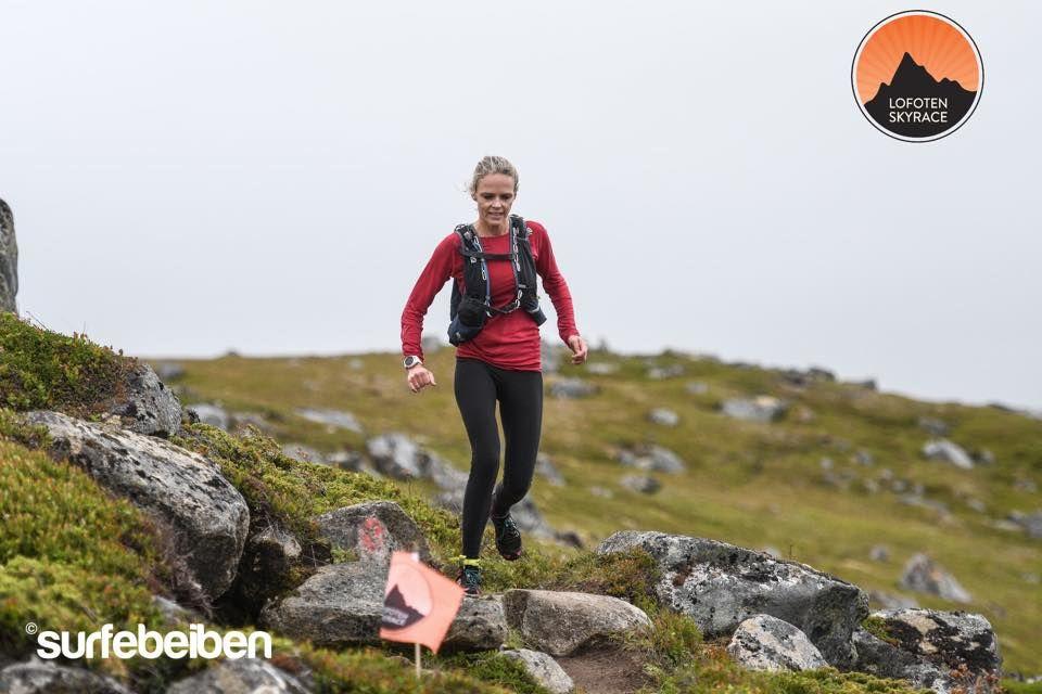 Mirjam Saarheim vant kvinnneklassen i det første Lofoten Skyrace.  (Foto: Lofoten Skyrace / Nok Surfebeiben Sandholm)