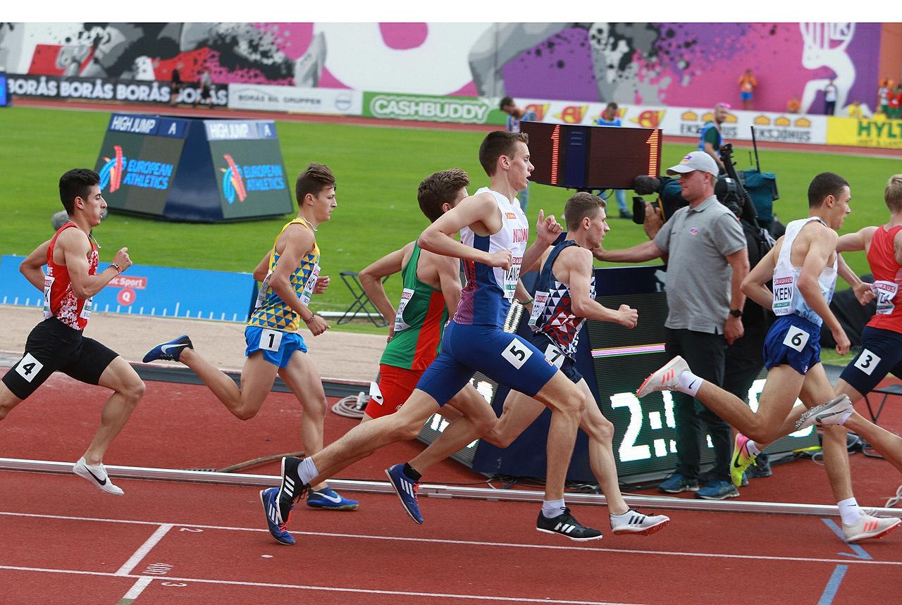 1500m_Andreas_Vangsnes_avansere_i_svingen_1280_AZ3T4529.jpg