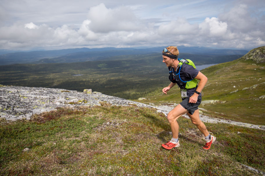 Espen Spro Johansen fra NIHs Studentidrettslag var raskest på 21-kilometeren.