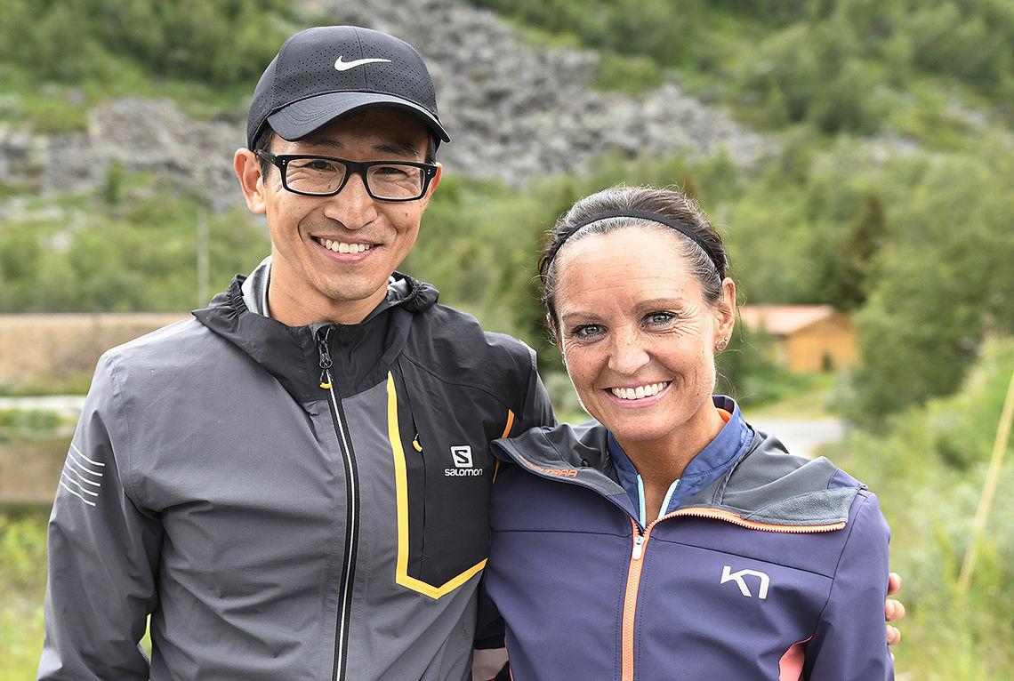Håkon Urdal og Audhild Hestad vant den første offisielle versjonen av Rallarvegsløpets kortløype fra Finse til Haugastøl. (Foto: Bjørn Johannessen)