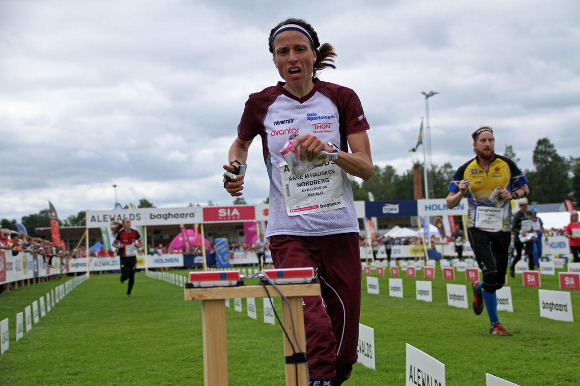 Anne Margrethe Hausken Nordberg løper inn til 2. plass i kvinneklassen.