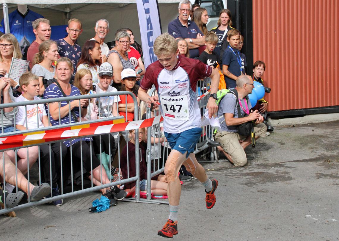 Her løper Nydalen SK's Kasper Bakken Ulseth laget inn til 5. plass.