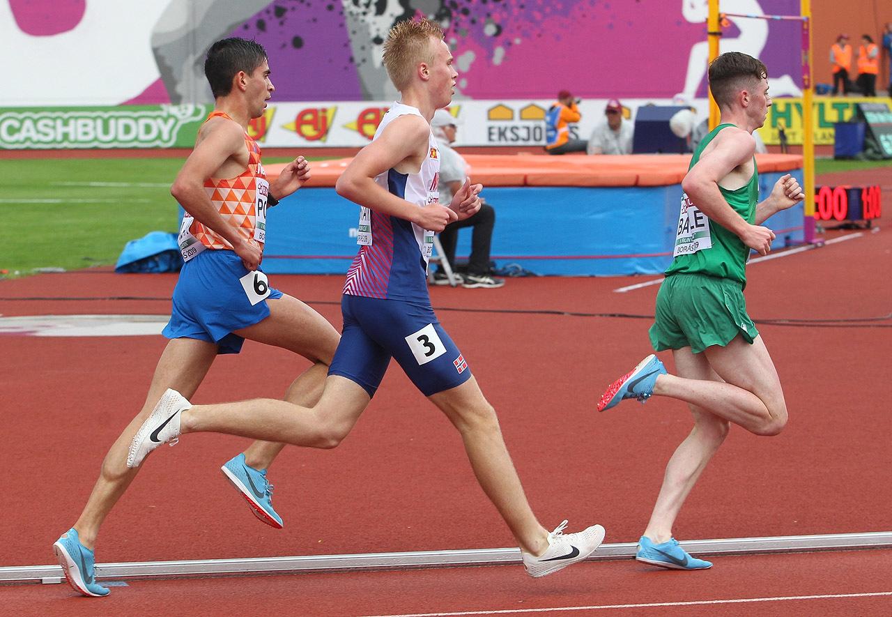 5000m_gutter_Haakon_Stavik_avanserer_i_svingen_1280_A20G4693.jpg