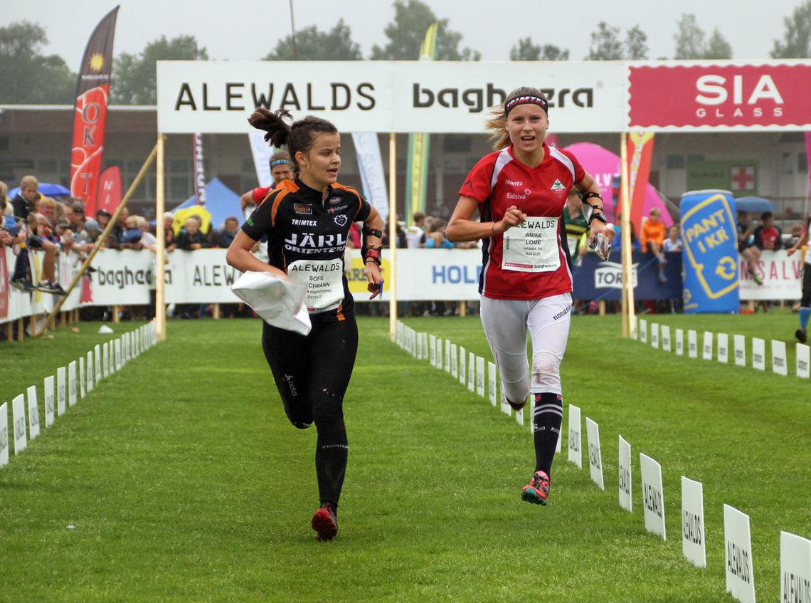 Aninie Lome løper inn til seier på dag 2 av O-ringen 5-dagars. (Foto: Bjørn Hauge)