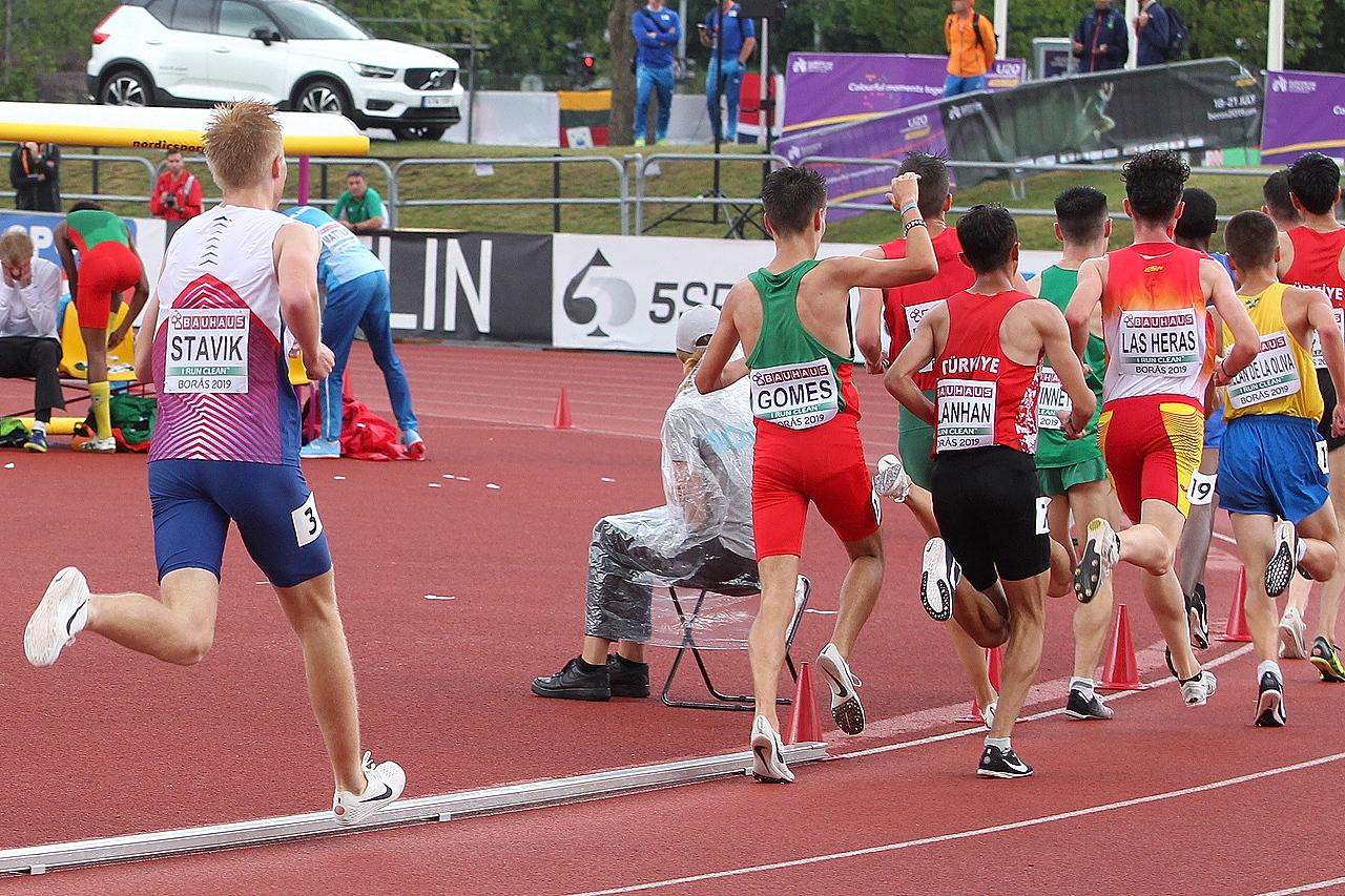 5000m_gutter_Haakon_Stavik_sliter_med_aa_tette_luka_1280_A20G4781.jpg