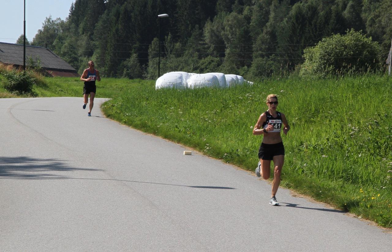 Halvmaraton_Kvinnevinner_Jodi_Brautaset
