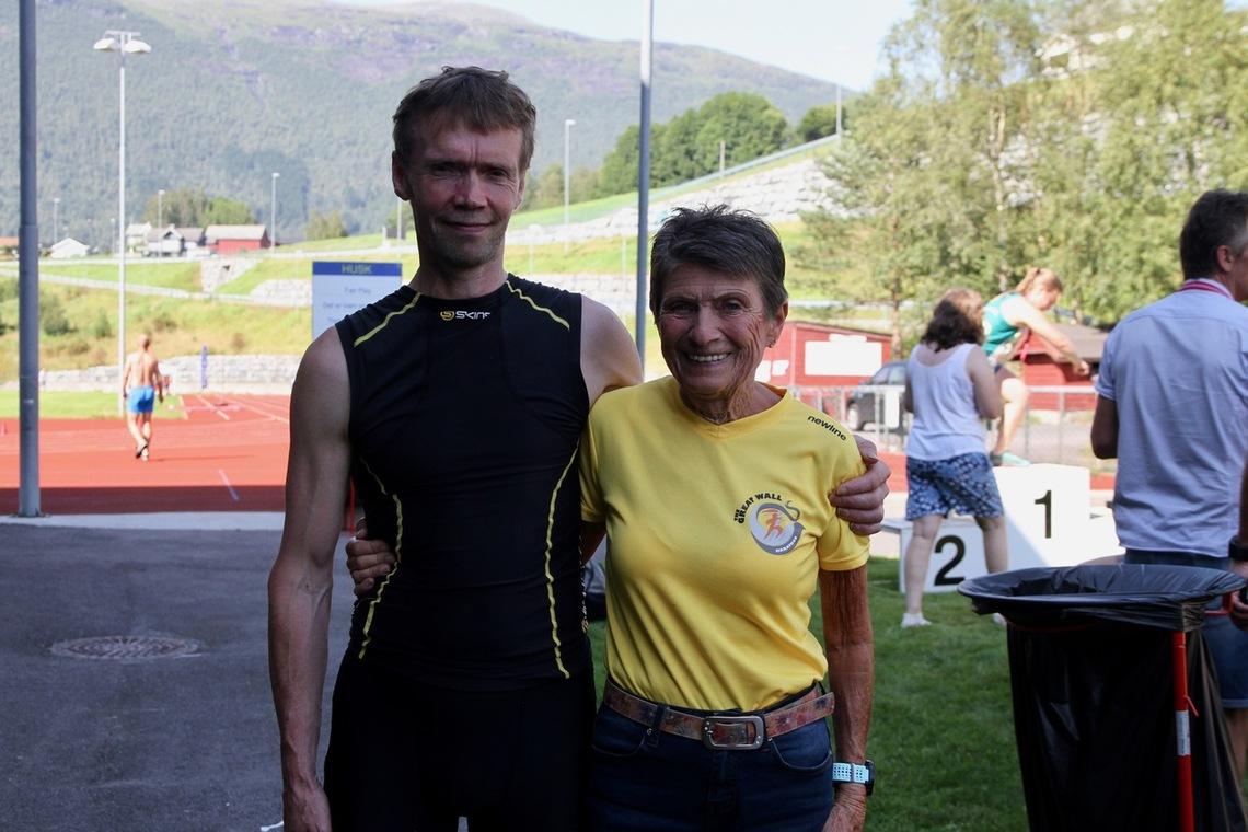 Helge Hafsås og Vera Nystad mestret varmen best og blei totalvinnere på maraton i Hornindalsvatnet Maraton