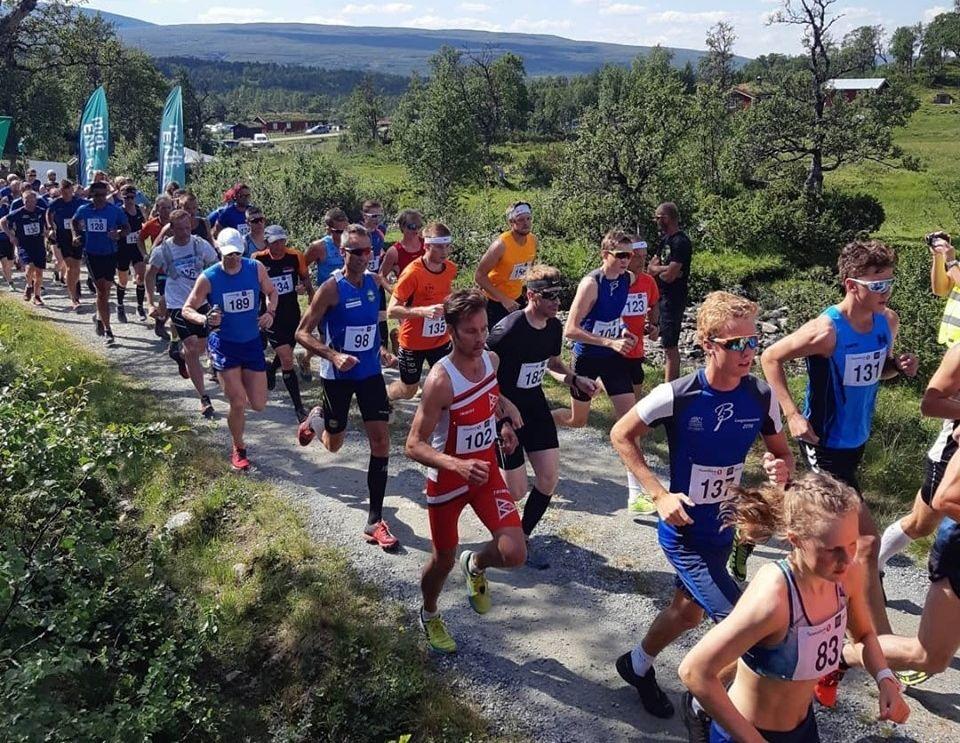 Starten har gått for andre av tre løp i HARDHAUS, opp/ned til Kjøliskarven i Holtålen. (Arrangørfoto)