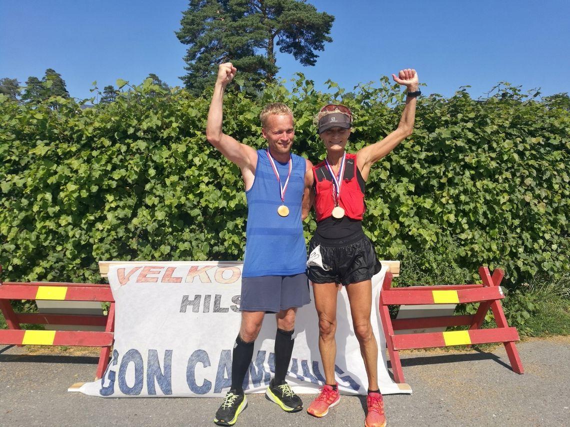 Martin Stensli Iversen og Margrethe Løgavlen løp sammen inn til suverene seire i herre- og kvinneklassen. (Foto: Pernilla Josefsson)