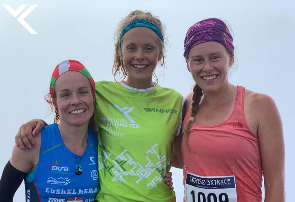 Svensk-norske Johanna Åström (midten) tok en klar seier foran Hillary Allen fra USA (til høyre) og Oihana Azkorbebeitia fra Spania. (Foto: Vertical Kilometer World Circuit)