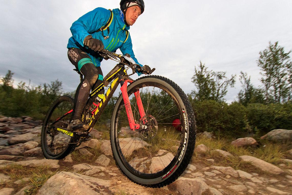 Ingen klarte å henge med Martin Støvern i det 700 km lange terrengsykkelrittet på Finnmarksvidda. (Foto: Jon Vidar Bull)