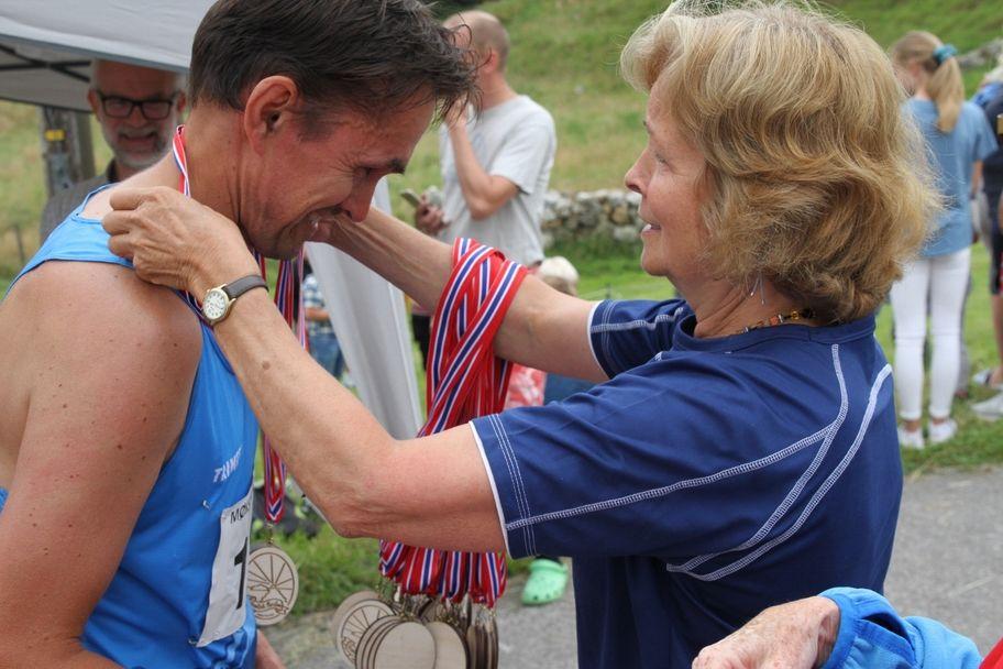 IMG_1408_Åetter_Rasmussen_Medalj_fra _Astrid_Sunde (1280x853)