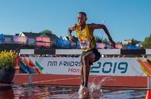 Abduljaleel Hir i en av sine vanngravpasseringer. (Foto: Samuel Hafsahl)