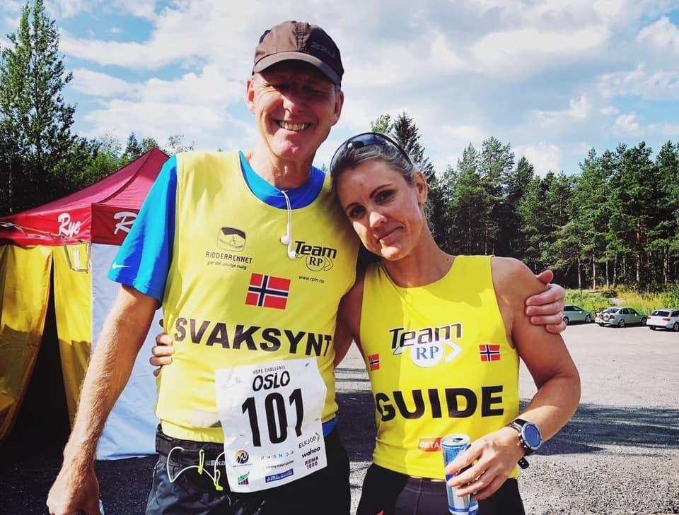 Nesten blinde Kai Glenn Borgersen og ledsager Hege Henriksen var to av deltagerne på 24-timersløpet opp/ned Grefsenkollen. (Foto: Privat)