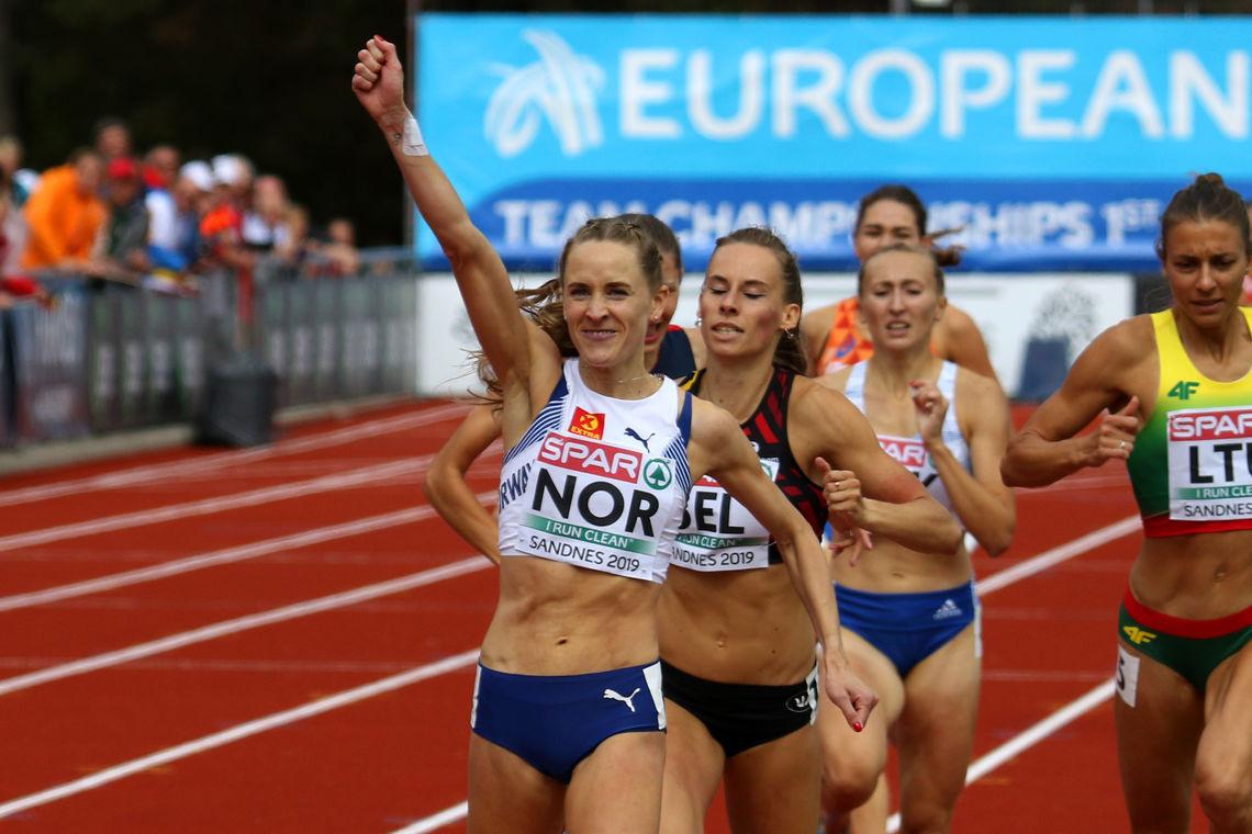 Hedda Hynne kan juble for seier på 800 meter i lag-EM's første divisjon. (Foto: Arne Dag Myking)