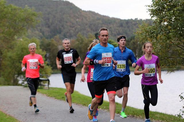 Åsane Løpskarusell går rundt det idylliske Liavatnet
