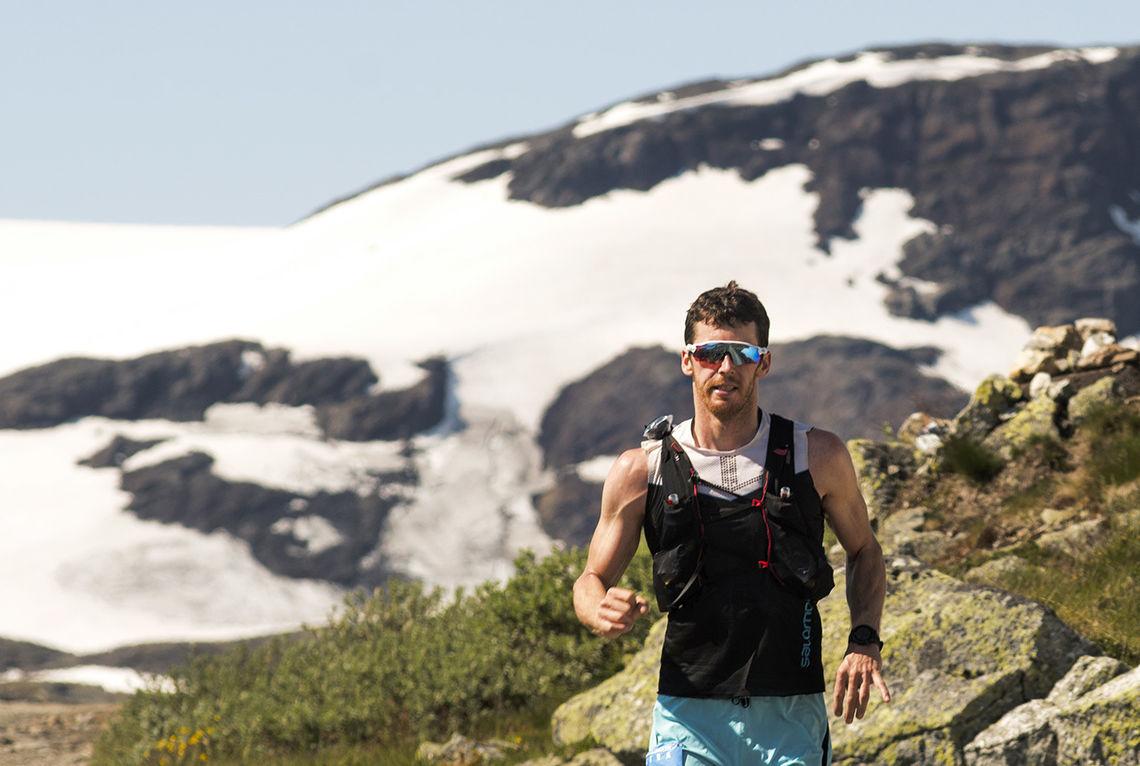 Som fjelløper har Askild Vatnbakk Larsen som hovedmål å være med på nye løp og oppleve ny natur. I juli vant han den første utgaven av det 100 km lange Hardangerjøkulen Ultra. (Foto: Kai-Otto Melau/Xtremeidfjord)