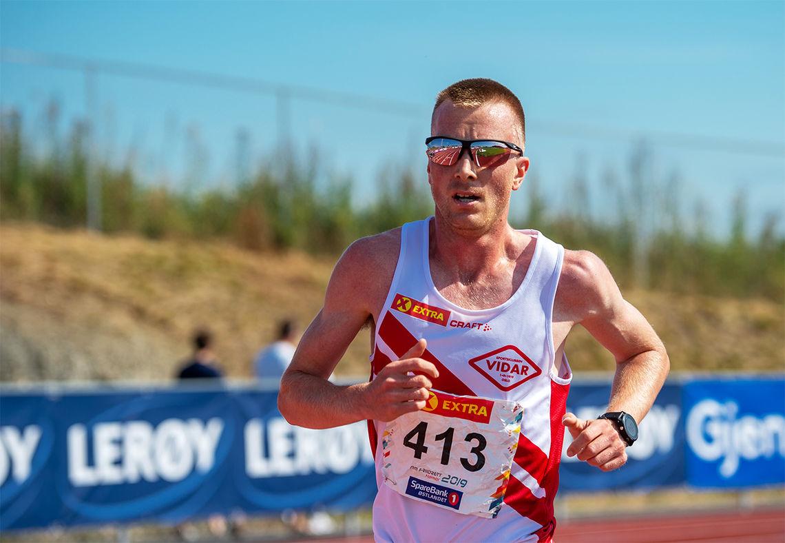 Sondre Nordstad Moen stiller i sin første konkurranse etter Valencia Marathon som gikk tidlig i desember. (Foto: Samuel Hafsahl)
